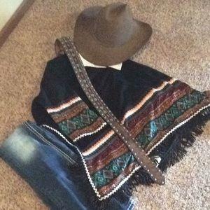 Sweaters - Sweater southwestern poncho